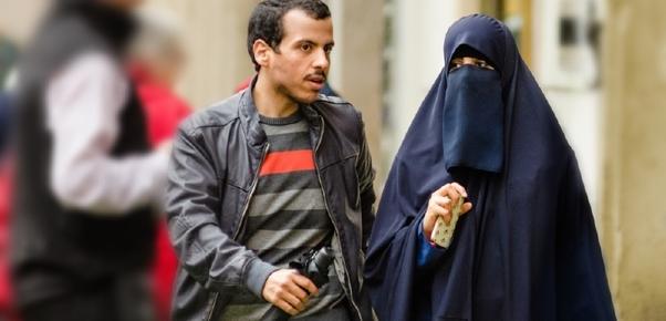 Ilustrace k článku: V Íránu zakázali časopis za propagaci mimomanželského sexu (TÝDEN.cz)